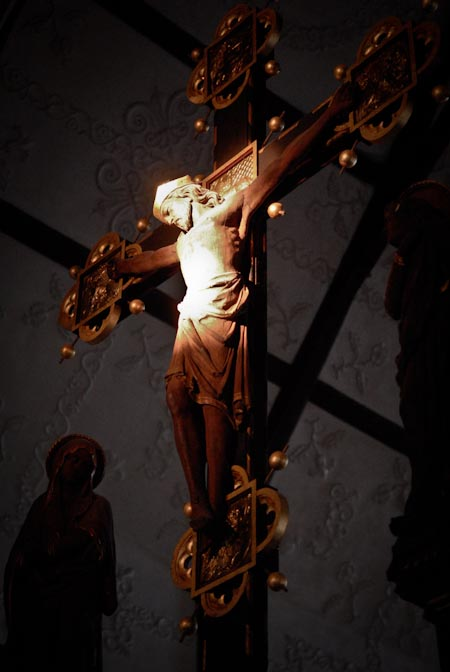 Equinox Light Illuminates Christ's Statue